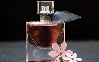 Tous les gestes pour bien appliquer son parfum